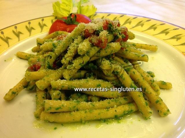 Pequeños Cilindros De Garbanzos Con Hojas De Apio Y Concassé De Tomates